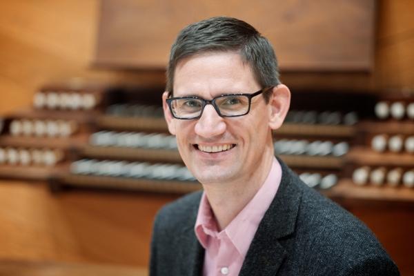 Organist Timothy Olsen