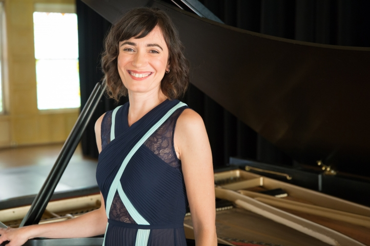 Pianist Cristina Valdés (Photo: Monica Frisell)