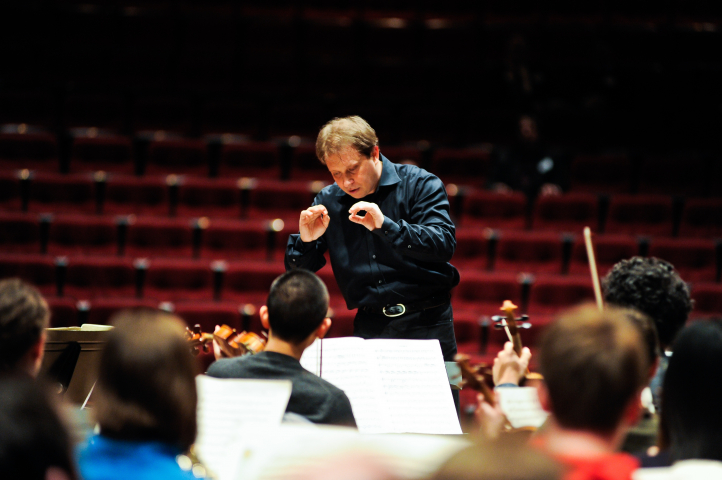 Ludovic Morlot conducts the University of Washington Symphony