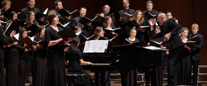 Geoffrey Boers conducts the UW Chamber Singers (photo: Steve Korn).