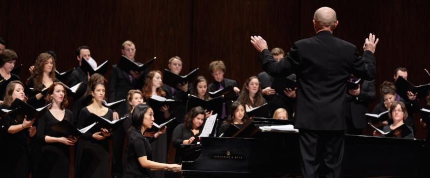 Geoffrey Boers leads the UW Chamber Singers