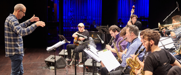 Paul Harshman leads the UW Studio Jazz Ensemble: Big Band (photo: Steve Korn)