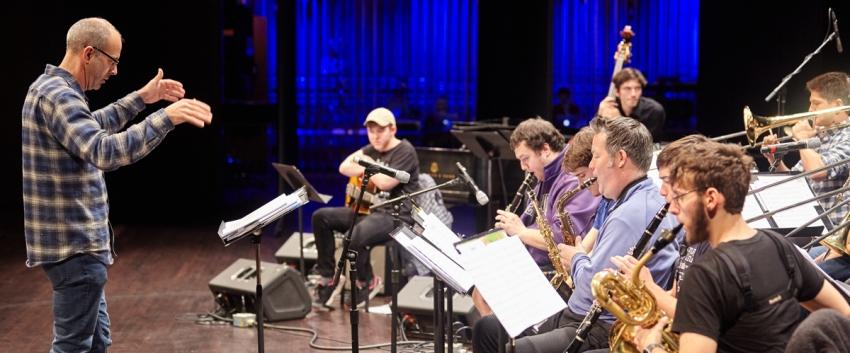 Paul Harshman leads the UW Studio Jazz Ensemble: Big Band (photo: Steve Korn)