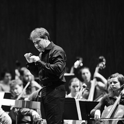 Ludovic Morlot conducting