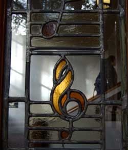 Stained glass window clef