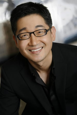 Tony Cho, piano